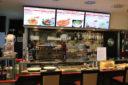 Digitale-Signage-Italiener-Riem-Arcaden-2-Gastronomie-Menue-Digitale-Karte-Menueboard-Fast-Food-Displayloesungen-DNZ-Networks