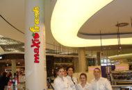 Leuchtreklame-Saeule-MaxiFresh-Pasing-Arcaden-Restaurant-Leuchtbuchstaben-Restaurant-Lichtreklame-Muenchen-DNZ-Networks