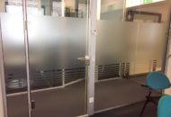 Fensterfolie Montage Sichtschutz Folie Buero Satinatofolie Milchglasfolie Folie2